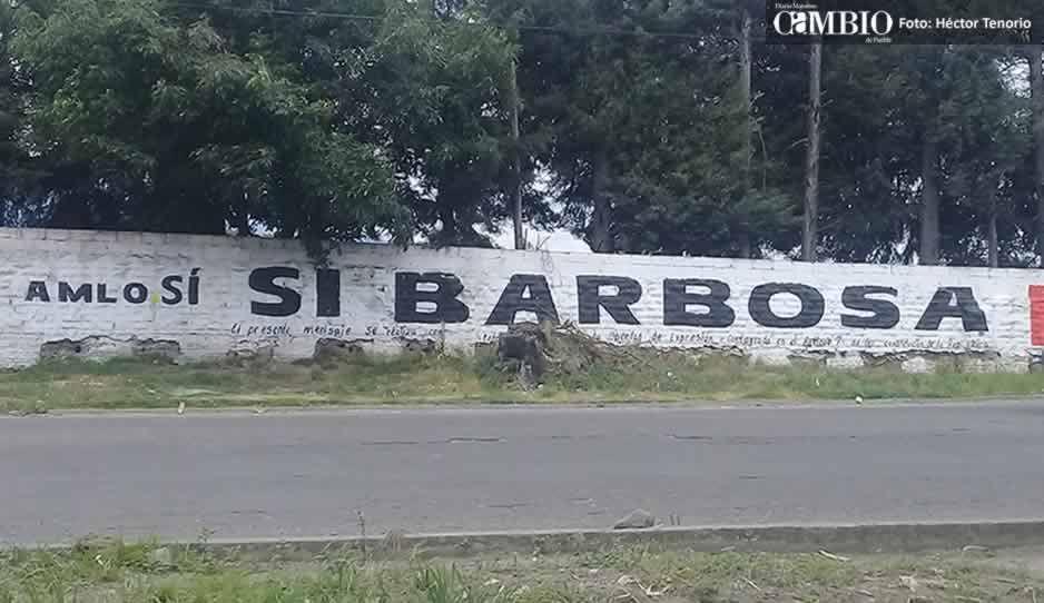 Pintan bardas en Texmelucan: AMLO sí, Barbosa no (VIDEO)