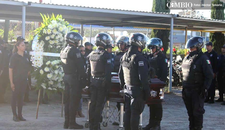 Realizan homenaje a oficial que perdió la vida en Texmelucan