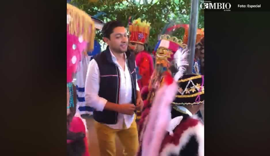 Otro héroe: Salomón Escorza quiere el voto porque baila con los huehues (VIDEO)