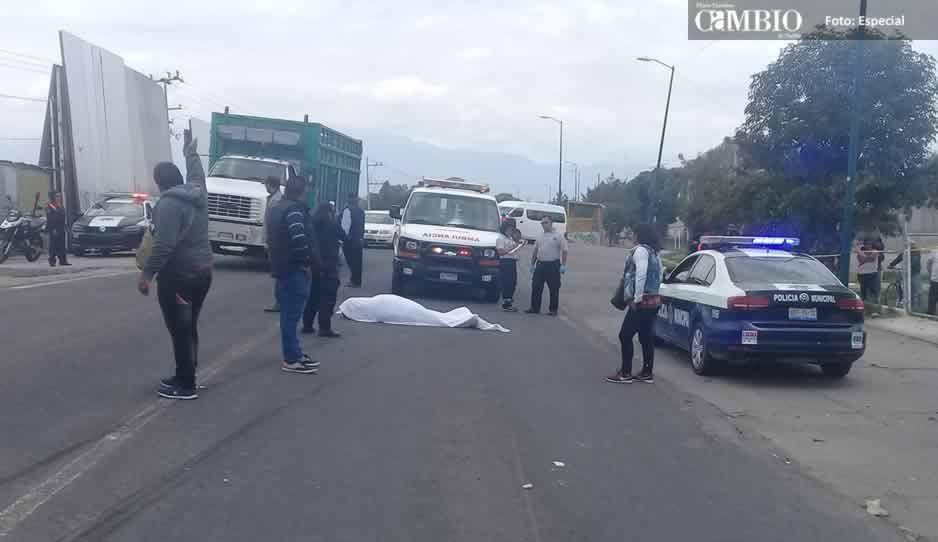 Policía pierde la vida tras ser arrollado por un tráiler en Texmelucan