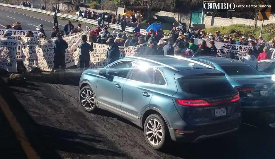 Manifestantes de Santa Rita cierran también la carretera federal México-Puebla
