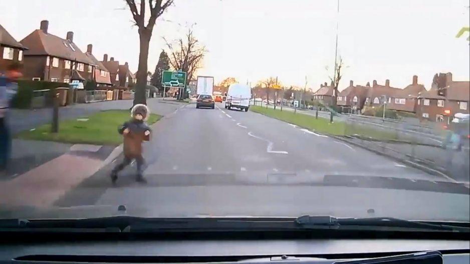 VIDEO IMPACTANTE: Atropellan a un niño y se salva milagrosamente de ser envestido de nueva cuenta