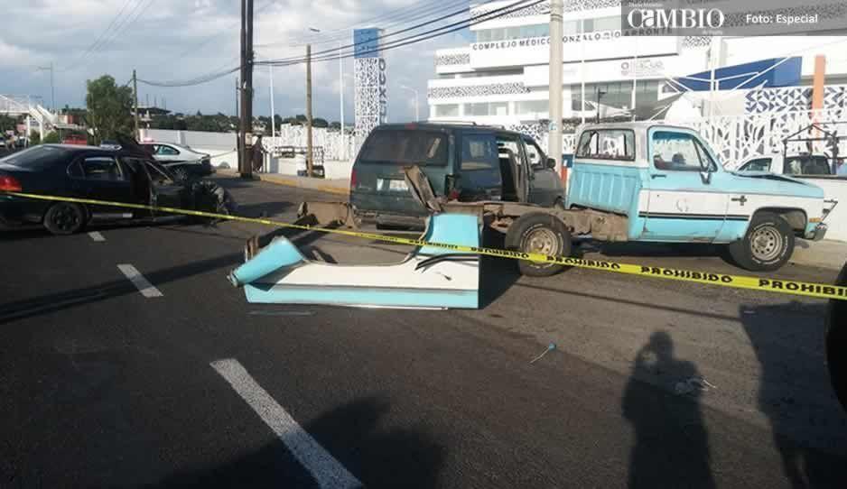 Ebrio choca contra una patrulla y otros tres vehículos en Atlixco