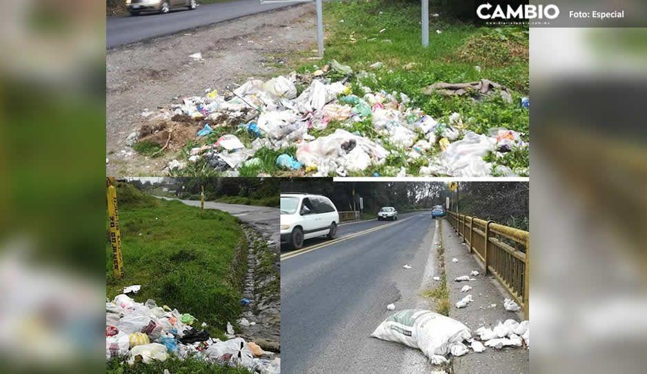Pobladores de Huauchinango lanzan su basura a la México-Tuxpan por no tener servicio de recolección