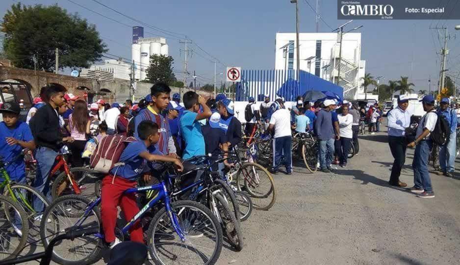 Empleados del Ayuntamiento de Cuautlancingo realizan rodada en apoyo a candidatos del Frente