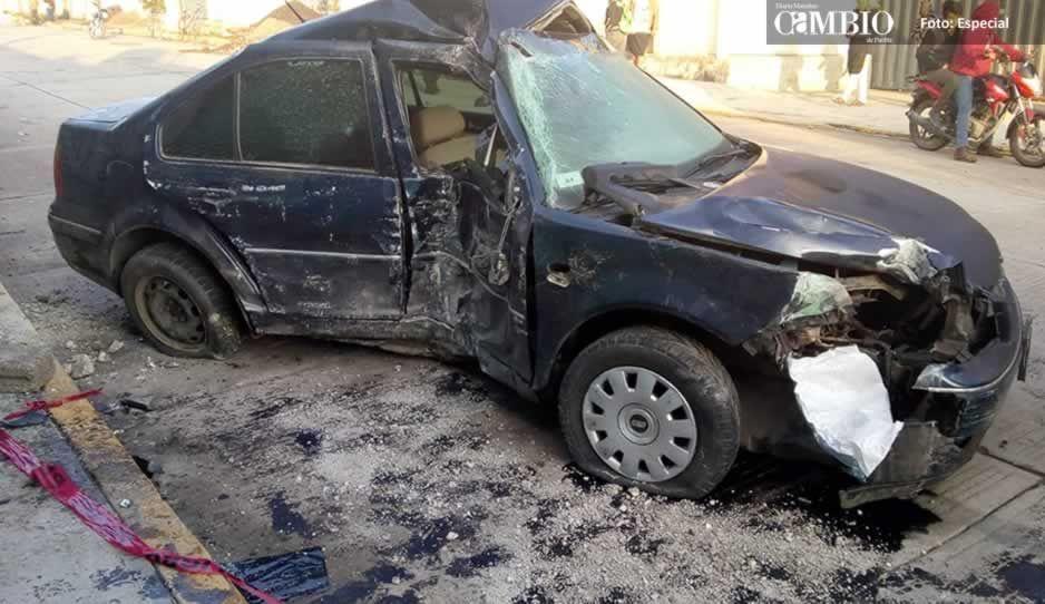 Queda prensada en su auto tras choque y muere en hospital de Texmelucan