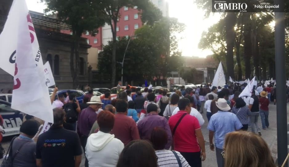 Aseguran que Ayto de San Pedro Cholula obligó a empleados a acudir a la marcha de Barbosa