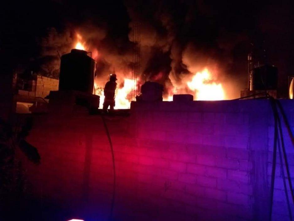 Se incendia taller de ceras en Atoyatempan