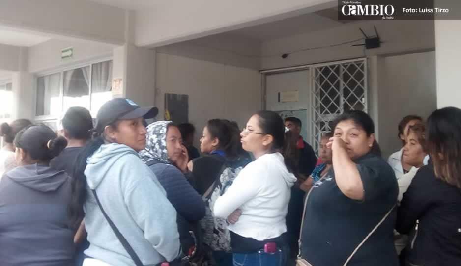 Padres de familia retienen al director de una primaria en Amozoc