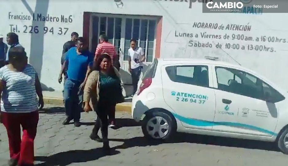 ¡Caos en Momoxpan! Comité del Agua Potable acusa al SOSAPACH robo de pipa con todo y chofer