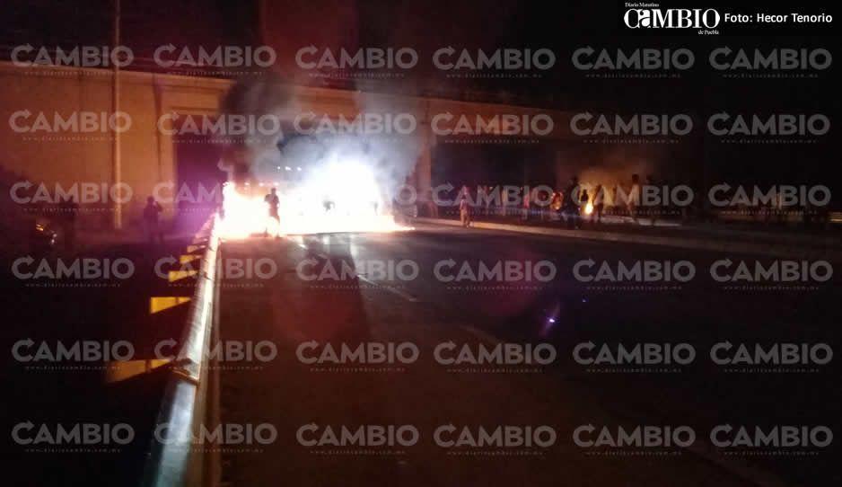 Pobladores de Villa Alta Tlaxcala liberan por media hora un carril de la autopista Arco Norte