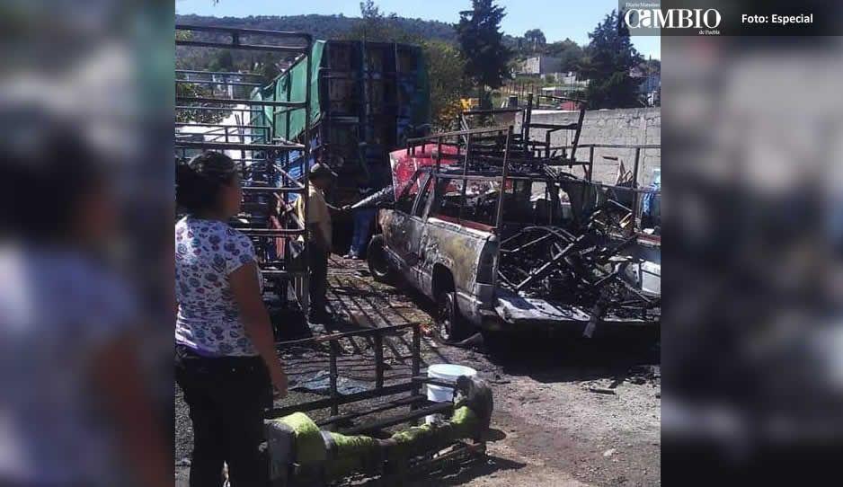 Cortocircuito en una camioneta ocasionó incendio en vivienda de Amozoc
