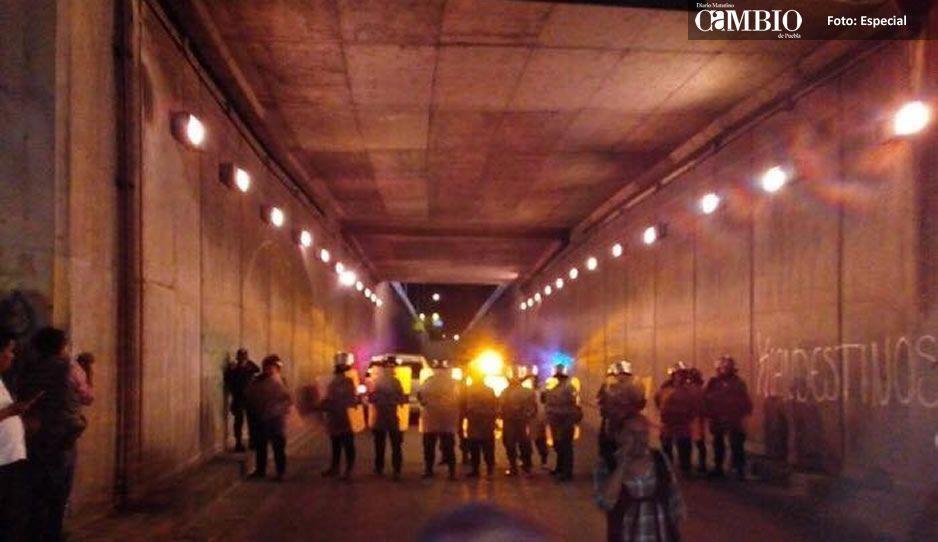 Bloquean entrada de maestros de la CNTE a Puebla por el Mercado Hidalgo