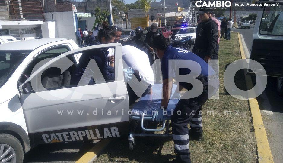 Lo bajan a balazos de su camioneta en intento de asalto en Tecamachalco