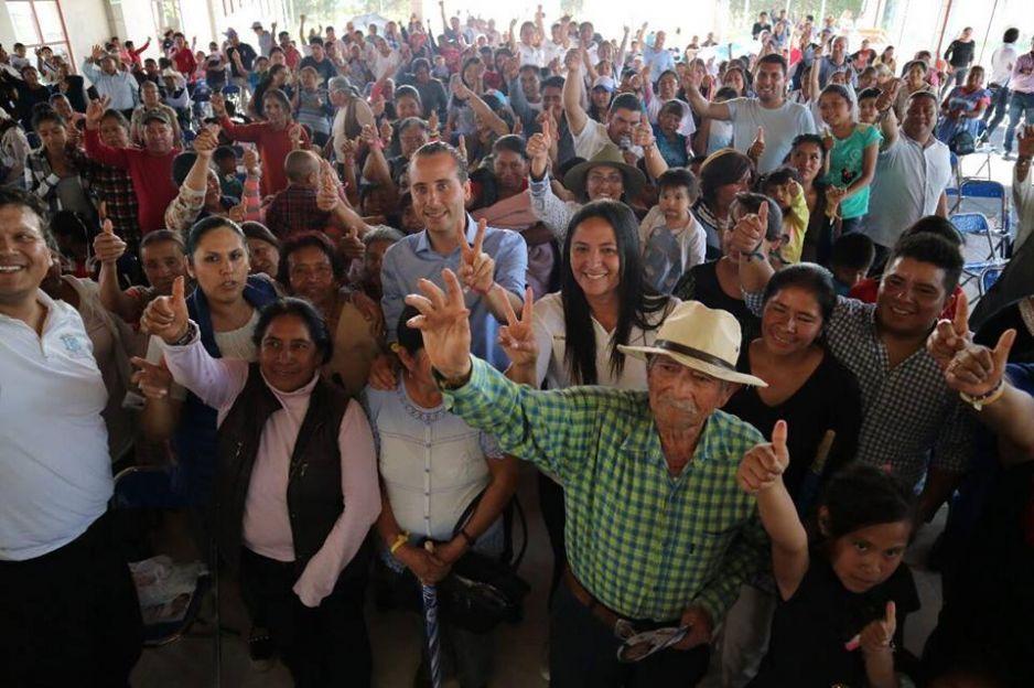 Apoyo al campo y gestión de servicios públicos proponen Ana Cristina y Mario Riestra en Tonanzintla