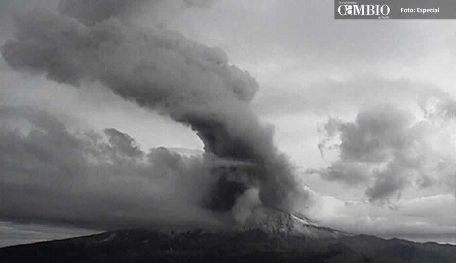 Popocatépetl registra dos fuertes explosiones y provocan confusión en Atlixco (FOTOS y VIDEO)