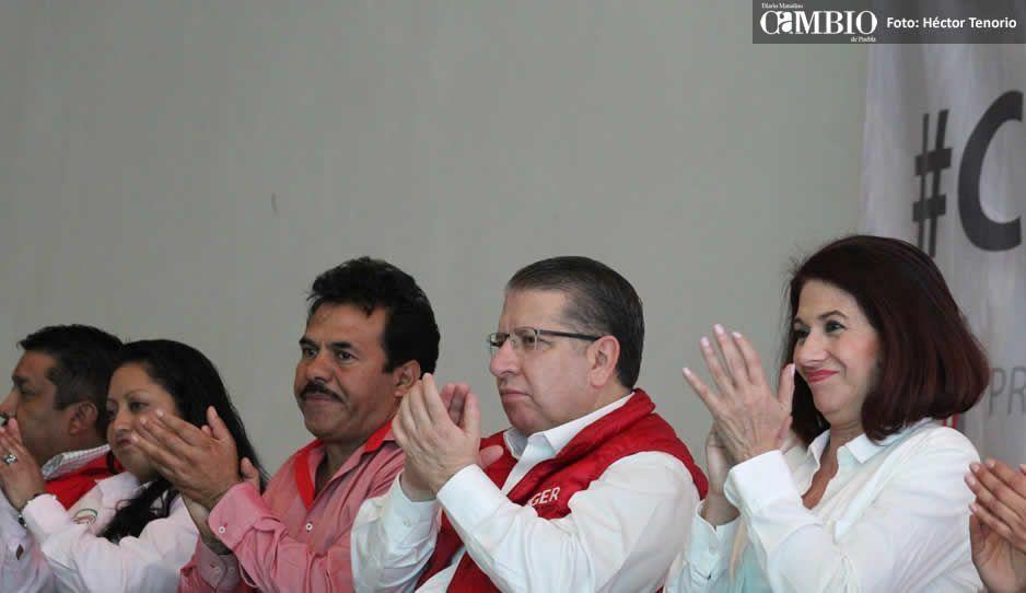 #Partidos Políticos Balean camioneta de precandidato a edil de Santa Rita Tlahuapan