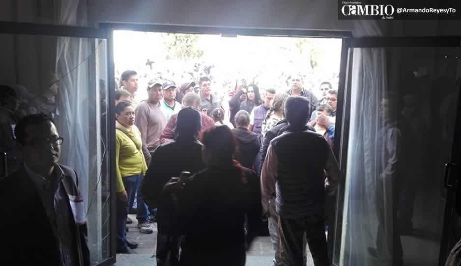 VIDEO: Gente de José Juan revienta asamblea de Morena en San Pedro Cholula