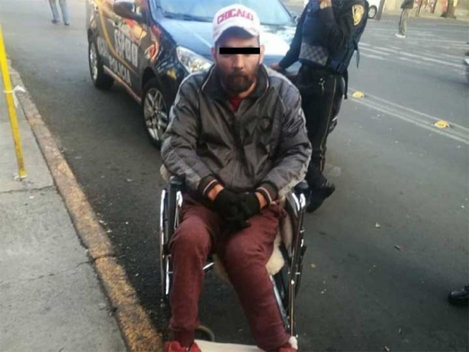 Asalta Oxxo en silla de ruedas