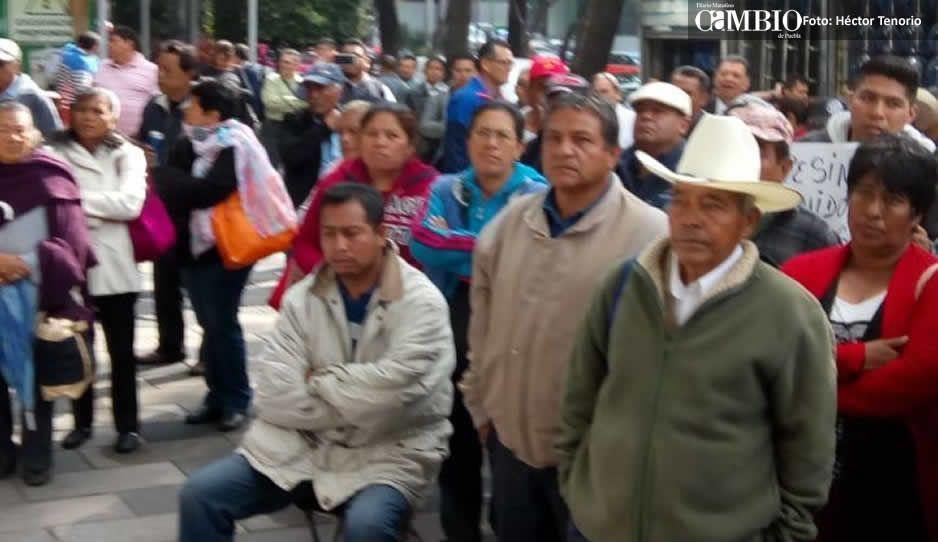 Ejidatarios de Tlahuapan bloquean SCT para exigir pago de terrenos expropiados