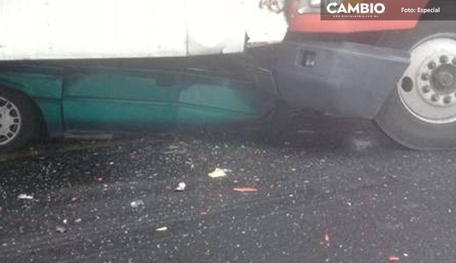 Conductor muere aplastado por unidad pesada en carambola de la Puebla-Veracruz