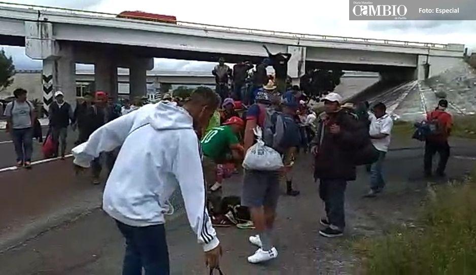 Caravana de migrantes pasa por Texmelucan
