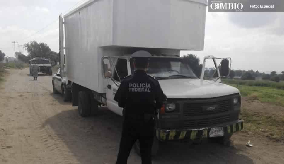 Policía Federal asegura unidad cargada con más de 2 mil litros de combustible en Texmelucan