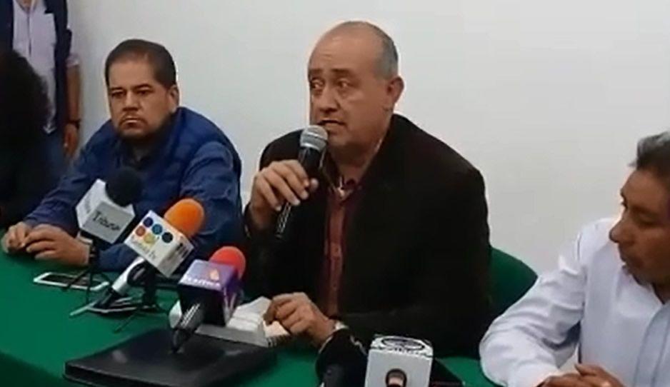 Edil de Texmelucan huye ante cuestionamiento por su apoyo a jefes policíacos corruptos