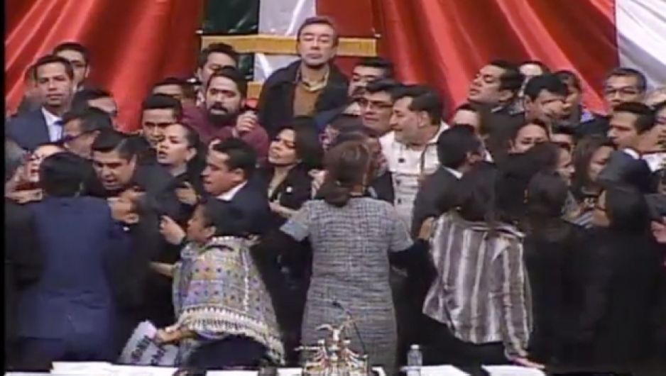 ¡Se arma la rebambaramba en San Lázaro! PAN y Morena se dan con todo, mientras PRI abandona sesión