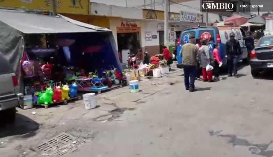 Comerciantes ambulantes se agarran a golpes en el mercado de Atlixco
