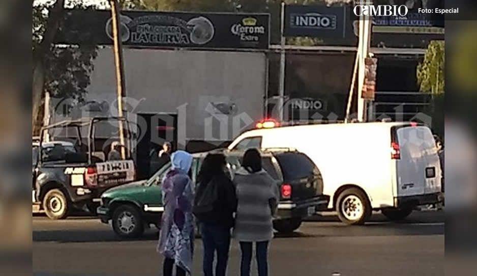 Balacera entre clientes de un bar, deja como saldo un muerto en San Francisco Totimehuacán