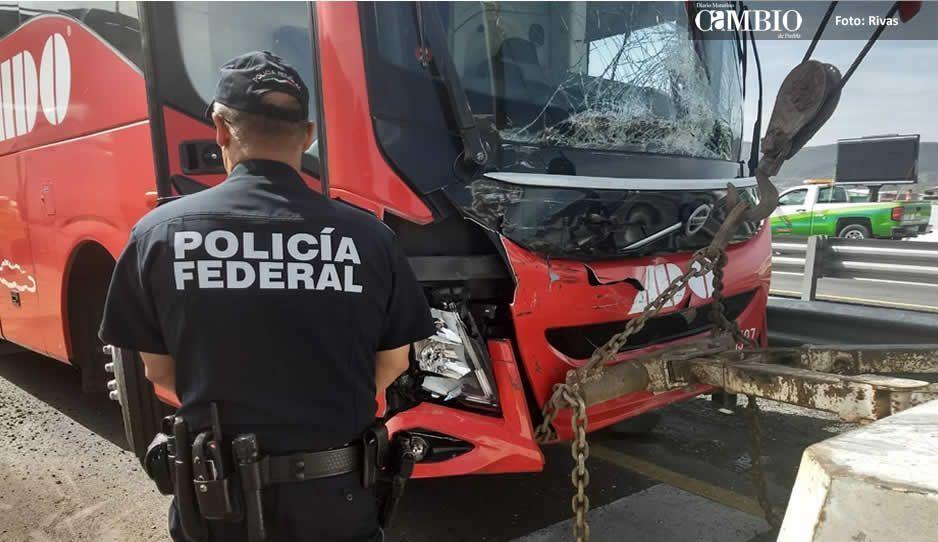 Choque entre ADO y tráiler en la Puebla-Orizaba deja 4 lesionados