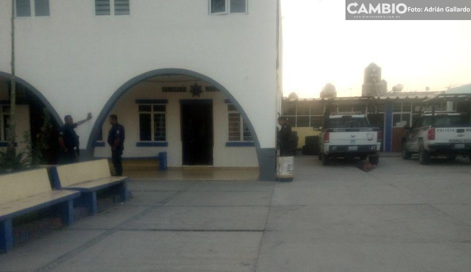 Policías de Tochtepec sacan a golpes de su vivienda a una pareja y les roban sus pertenencias