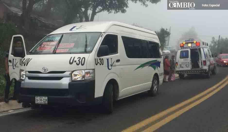 Trailero embiste combi de pasajeros en la Amozoc- Nautla y se da a la fuga