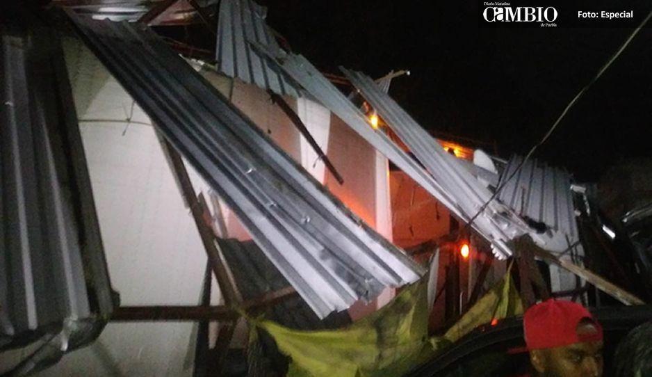 Tráiler se impacta contra puestos de camote deja cuatro lesionados en la México-Puebla