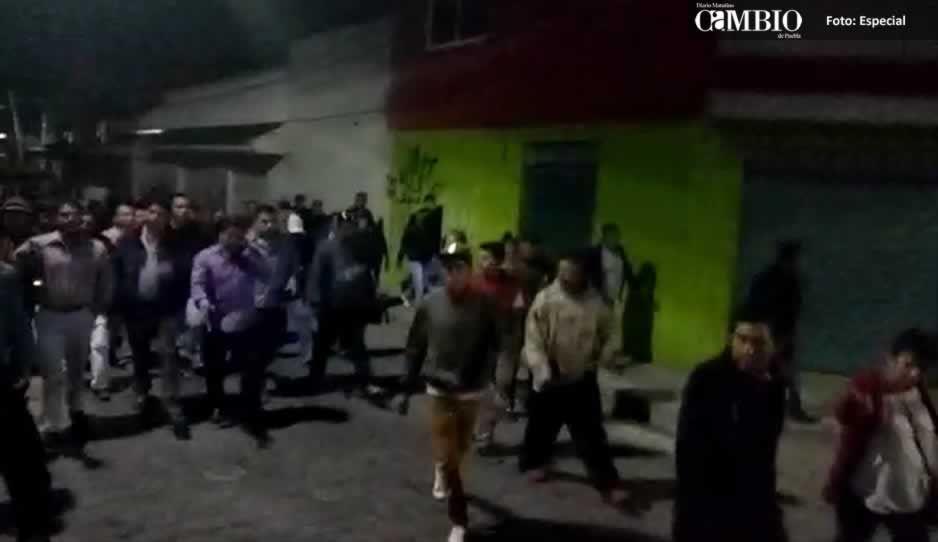 VIDEO: Candidatos de Amozoc con más de mil personas se dirigen al IEE para solicitar impugnación