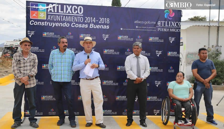 Inaugura Galeazzi Berra tres adoquinamientos en Atlixco