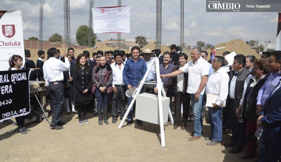 Inicia José Juan construcción de bachillerato en Cuachayotla