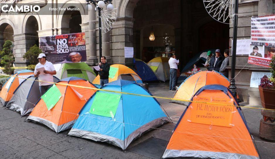 Claudia inicia el año con protesta de  ex sindicalizados frente al Charlie Hall