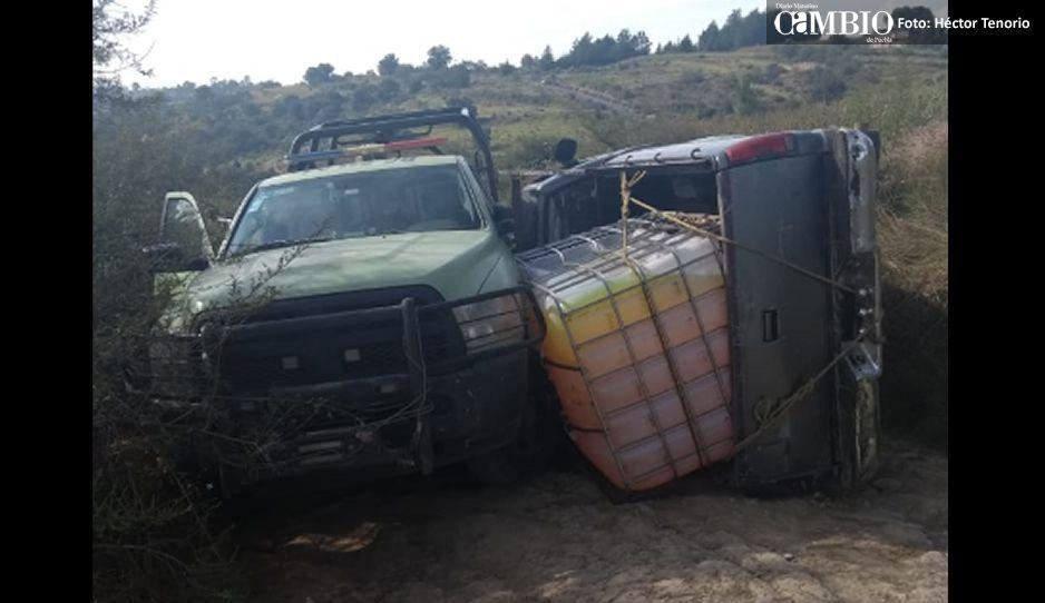 Camioneta huachicolera choca contra unidad de seguridad de Pemex en Tlalancaleca