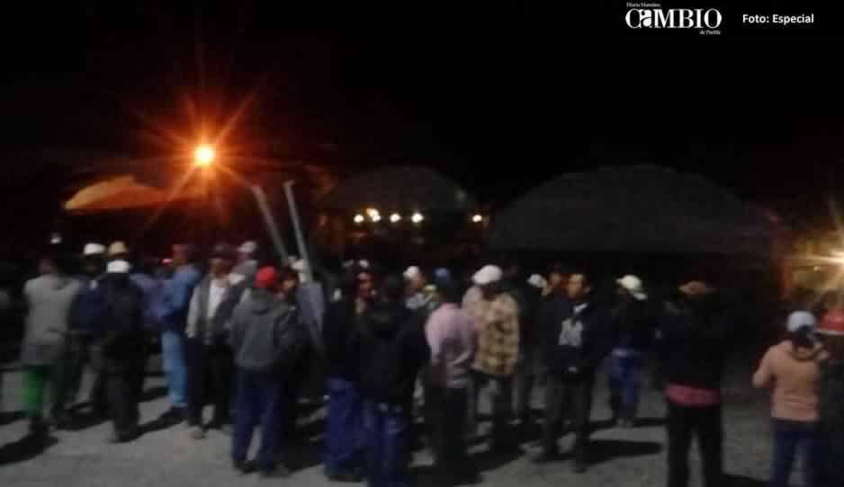 Campesinos se enfrentan a golpes y con bombas molotov por la Plazuela del Productor en Atlixco