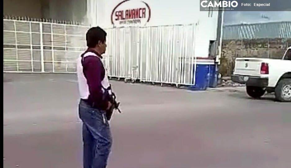 ¡Batazera! Agarran a batazos a Policías Ministeriales en Tepeaca