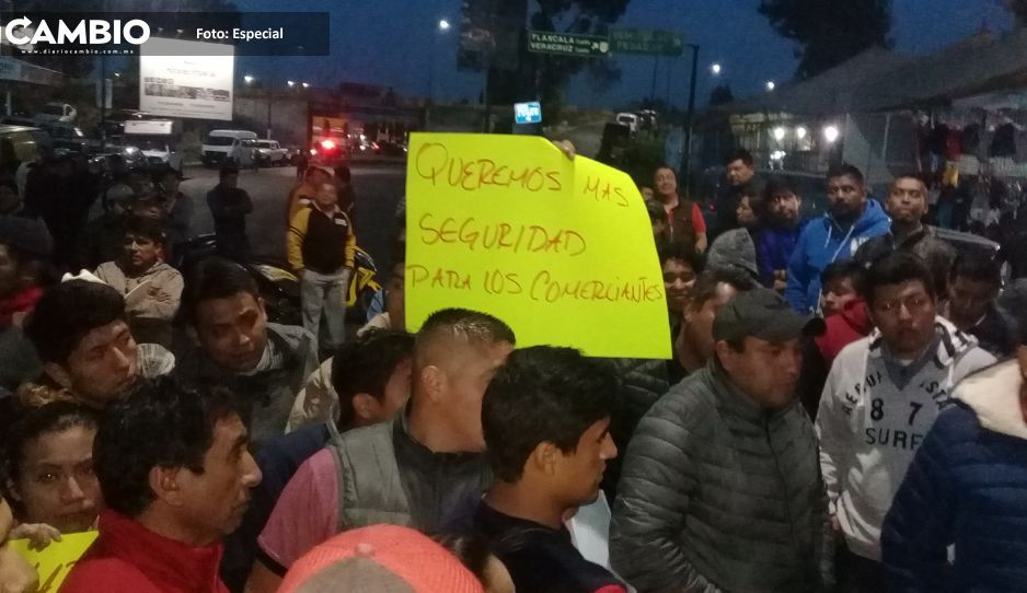 Tianguistas  protestan por  inseguridad en  Texmelucan