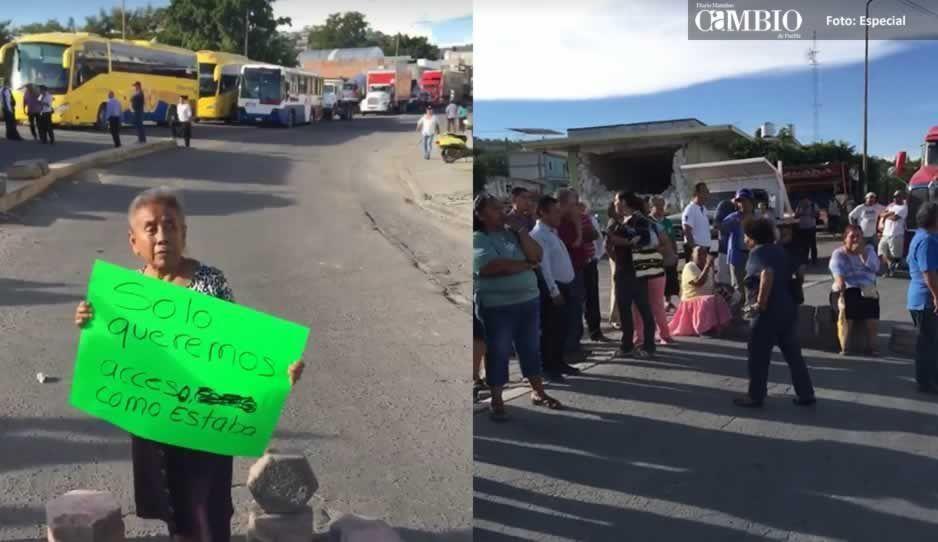 Pobladores cierran la carretera Atlixco-Izúcar