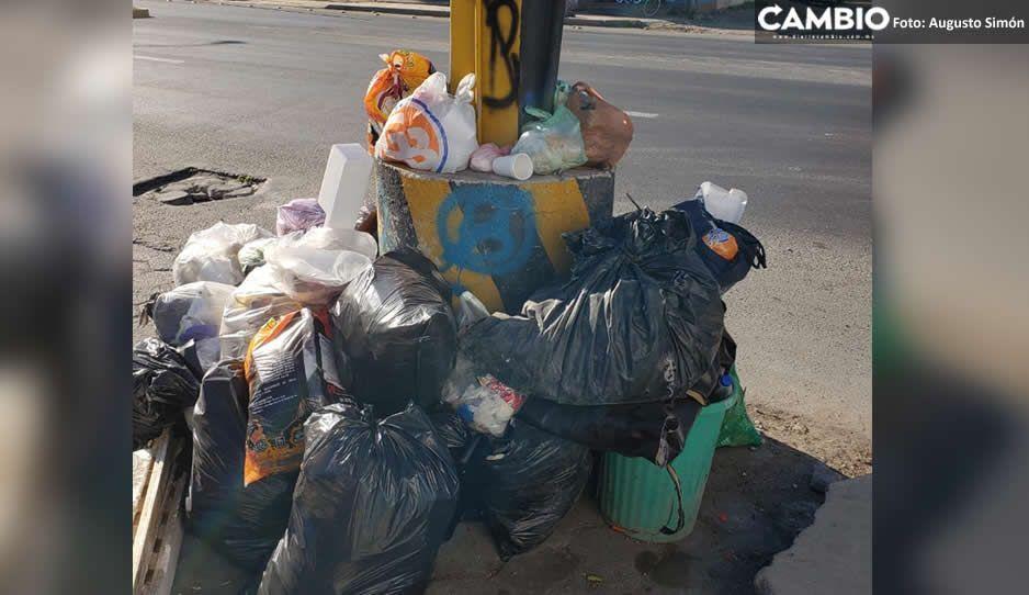 Vecinos de Tecamachalco amenazan con dejar su basura en la alcaldía sino se resuelve servicio de limpia