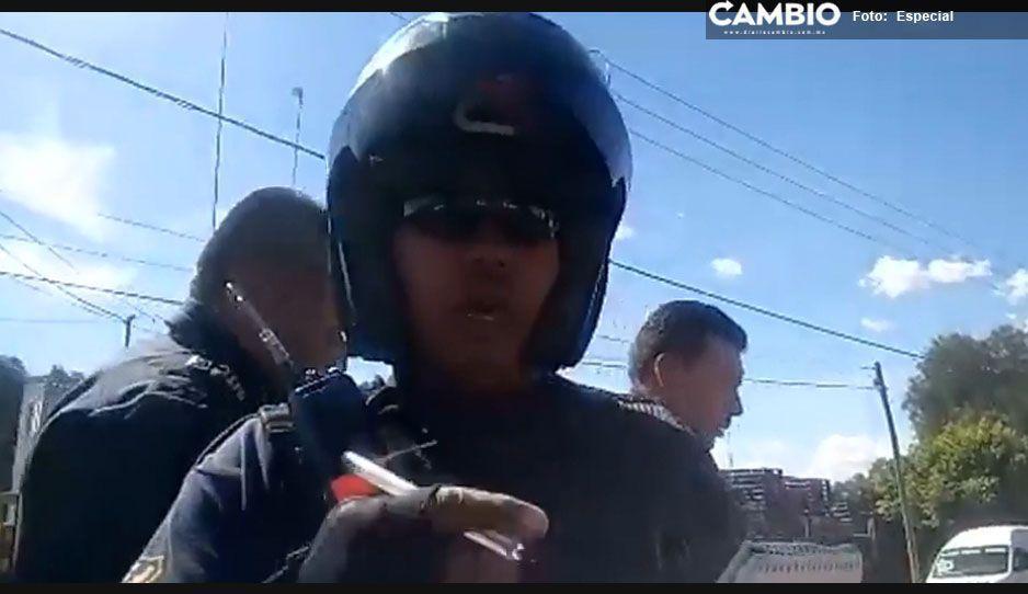 Municipal de Tecamachalco intimida a reportero de CAMBIO para impedirle documentar asalto