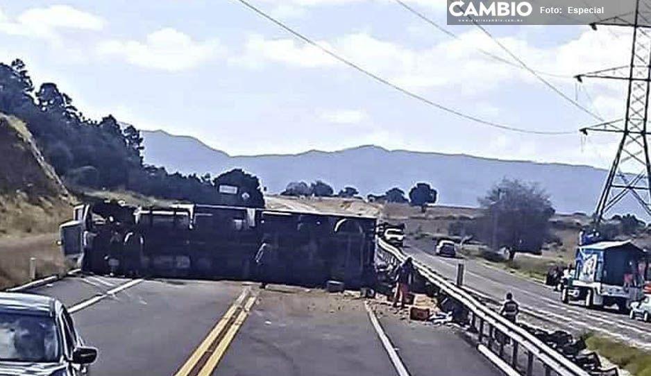 Cierran la Puebla-Teziutlán por volcadura de camión en Libres