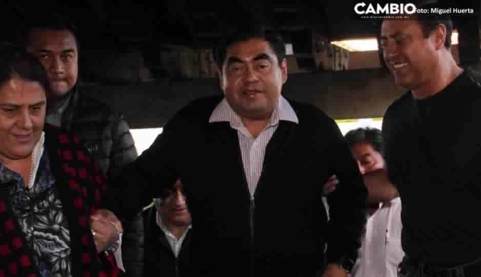 Mientras ocurre el homenaje, Barbosa se reúne con diputados de Morena para definir al gobernador interino