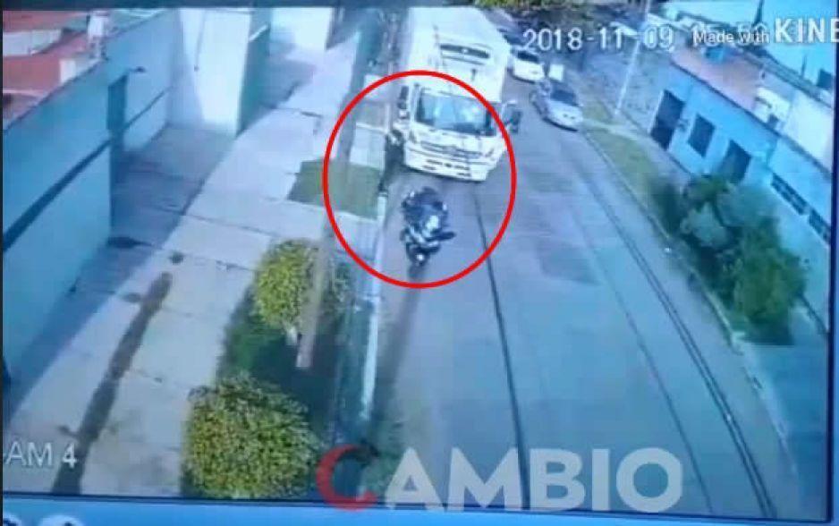 Así captan a policía de tránsito de Puebla recibiendo mordida (VIDEO)