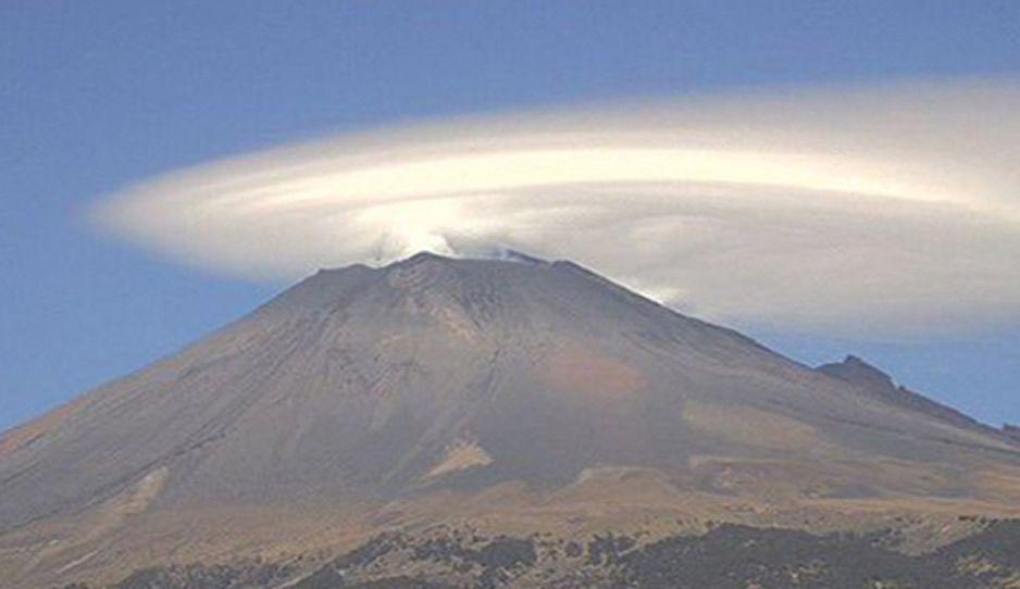 ¿Ovnis? Extrañas nubes invaden el Popo, el Izta y el Pico de Orizaba (FOTOS)